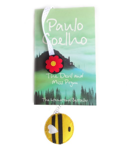 bumblebee_hanging_bookmark_with_book