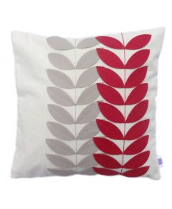 red_leaves_cushioncover_front