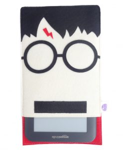 harry_potter_kindle_sleeve_usage